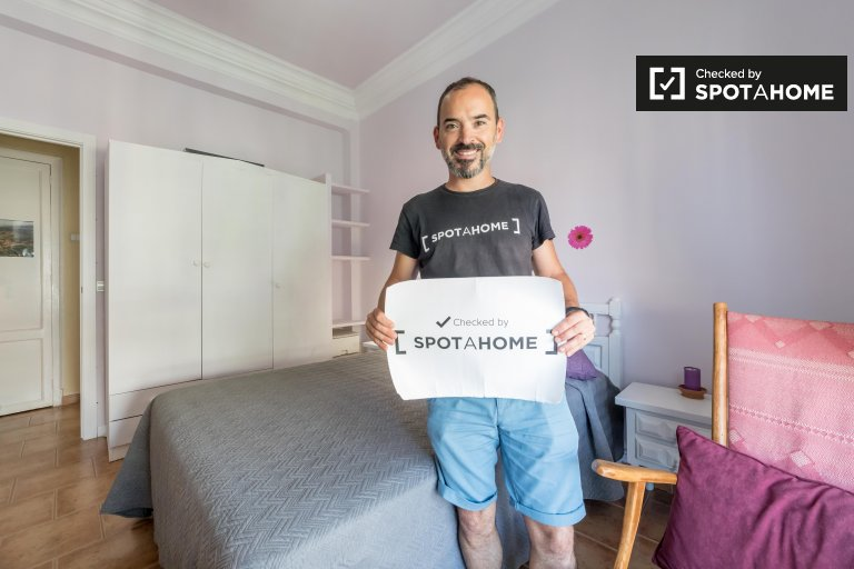 Room for rent in 2-bedroom apartment in Nou Moles, Valencia