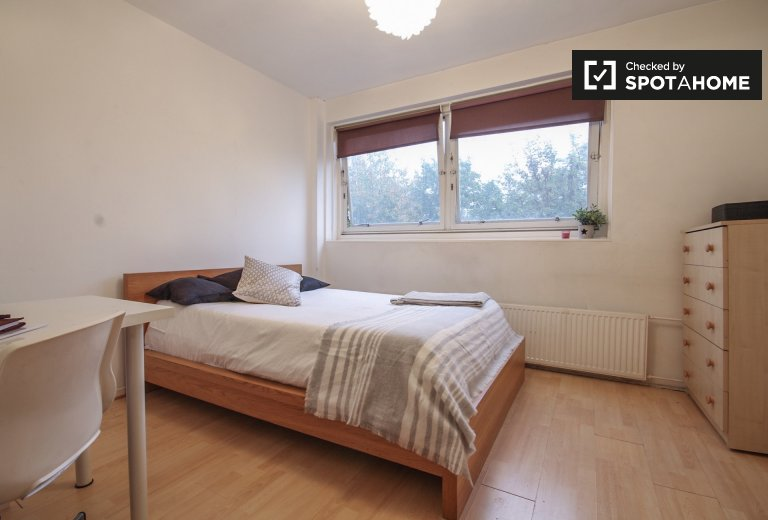 Double Bed in Rooms to rent in a furnished 3-bedroom apartment in Caledonian Road, Travelcard Zone 2