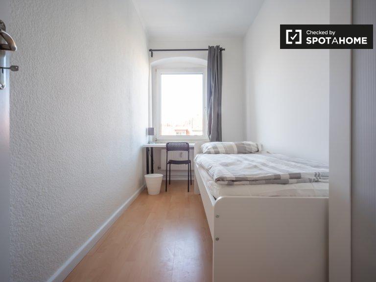 Słoneczny pokój w apartamencie z 5 sypialniami w Neukölln w Berlinie