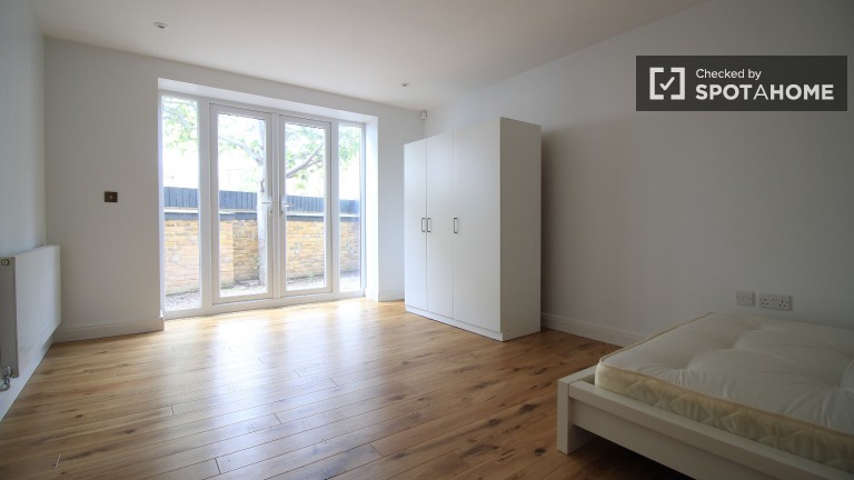Bedroom 3 with double bed and private terrace