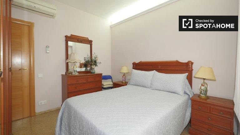 Pokój do wynajęcia w 4-pokojowym mieszkaniu w Gracia, Barcelona