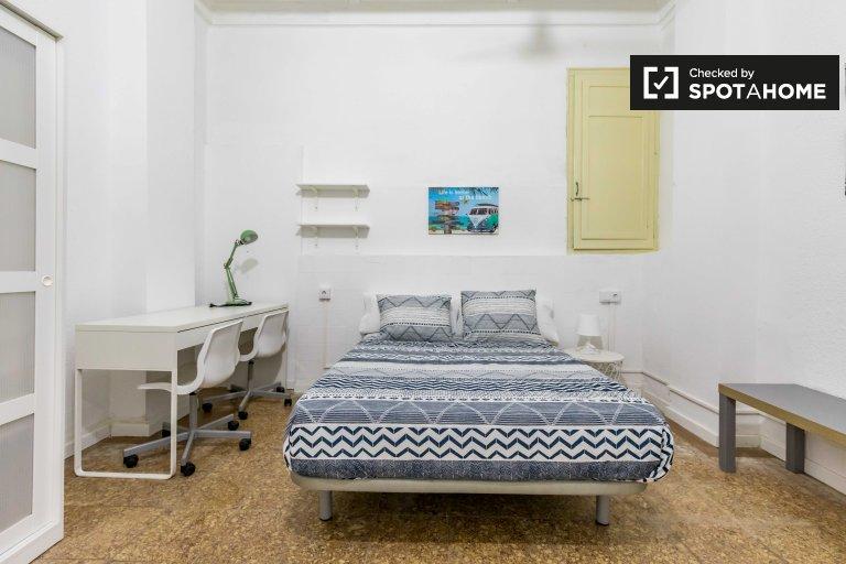 Pokój do wynajęcia in11-pokojowe mieszkanie w L'Eixample