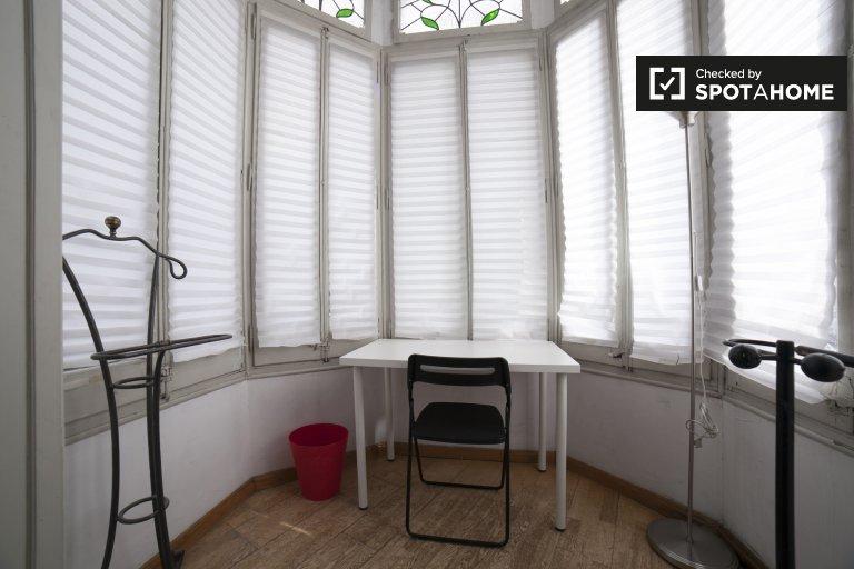 Pokój w apartamencie z 4 sypialniami w Eixample Esquerra w Barcelonie