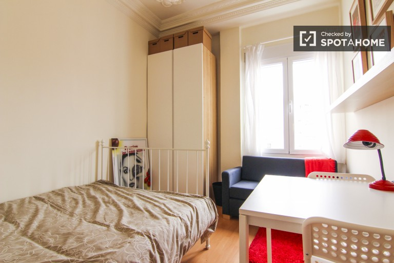 Chambre meublée en appartement partagé Eixample, Valence