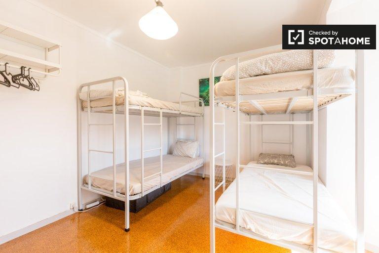 Łóżka do wynajęcia w pokoju wieloosobowym, 4-pokojowe mieszkanie w Marvila