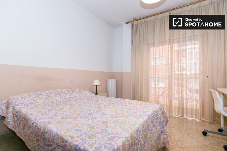 Luminous room in 6-bedroom apartment in Ronda, Granada