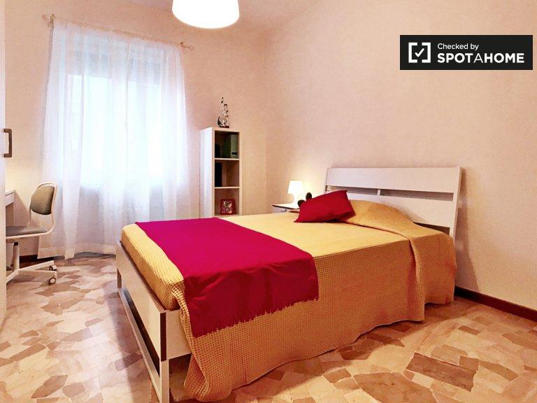 Elegancki pokój do wynajęcia w apartamencie z 2 sypialniami w Turro w Mediolanie