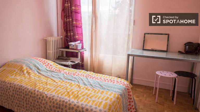 Single Bed in Bedroom for rent in Ivry, Paris