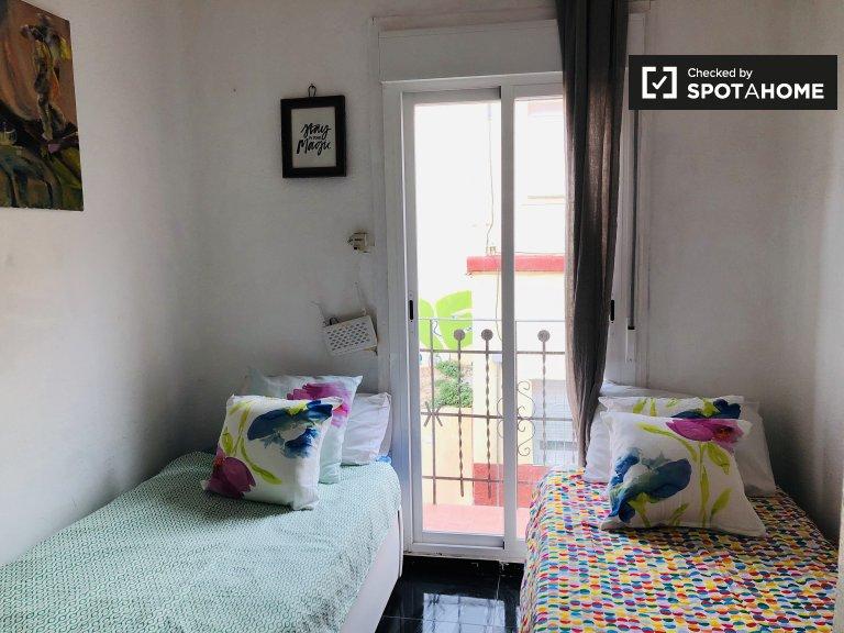 Przytulny pokój do wynajęcia w apartamencie z 3 sypialniami, Puerta del Ángel