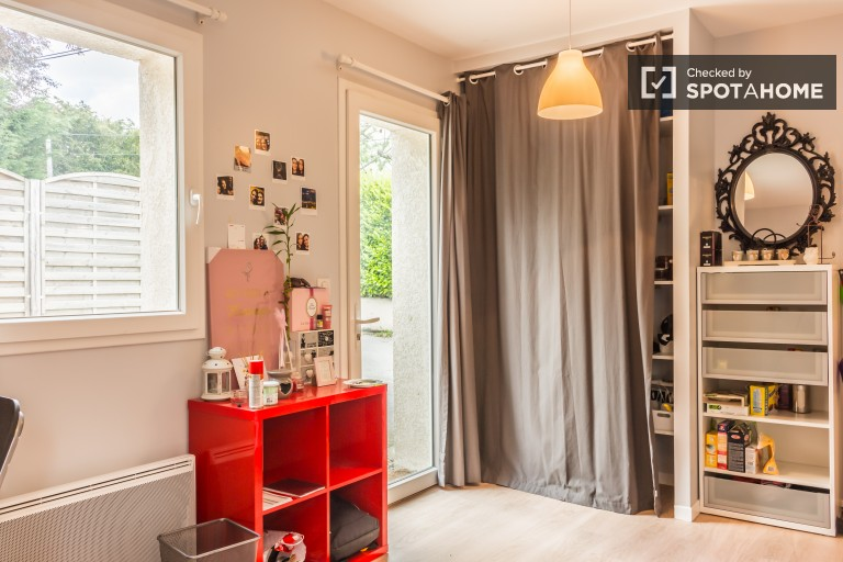 Chic studio apartment for rent in suburb of Ecully
