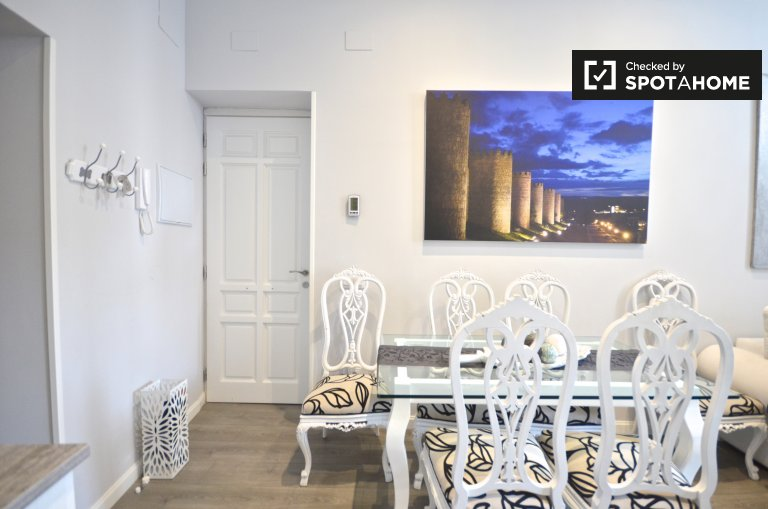 Fashionable 2-bedroom apartment for rent in Centro, Madrid
