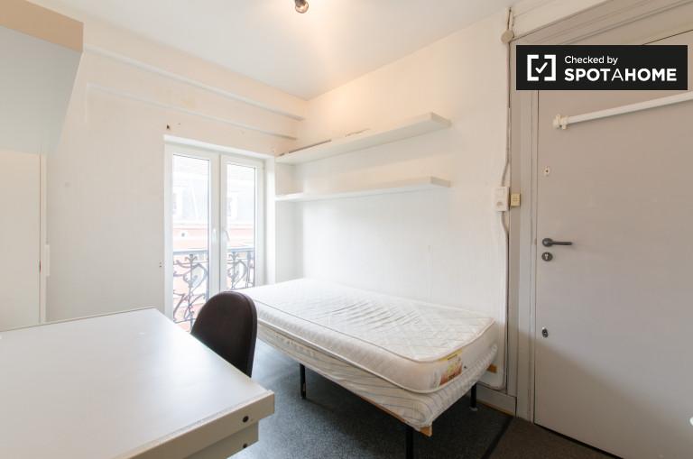 Saint Gilles'teki apartman dairesinde, Brüksel
