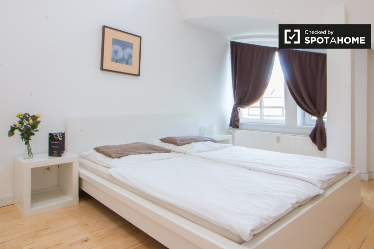 Double Bed in Rooms for rent in modern 5-bedroom apartment in Wilmersdorf