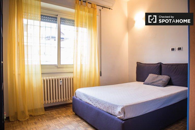Bright room in 3-bedroom apartment in Tufello, Rome