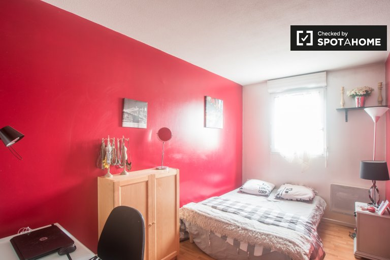 Double Bed in Rooms for rent in 4-bedroom apartment with balcony next to Stade de France