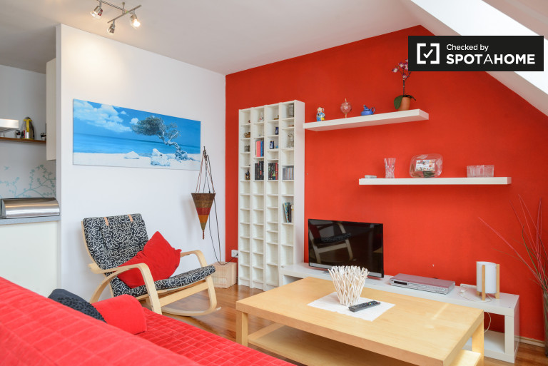 Stylish and spacious 1-bedroom apartment for rent in Meidling