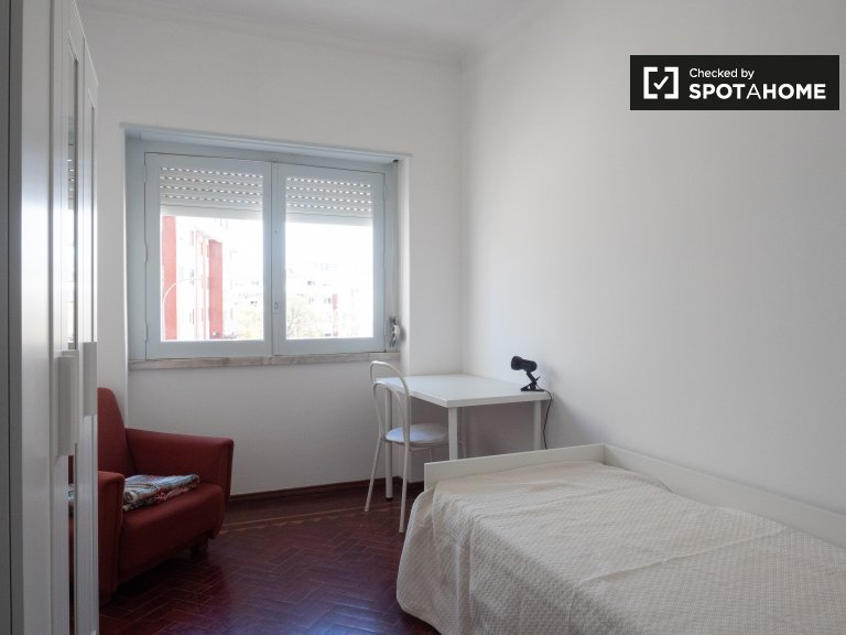 Cozy room for rent in Paço de Arcos, Lisbon