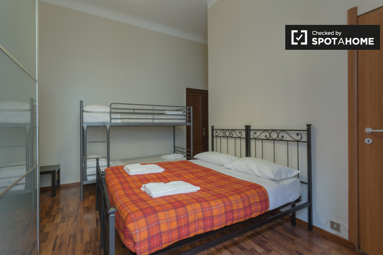 1-bedroom apartment with double bed and bunk beds for rent in Loreto