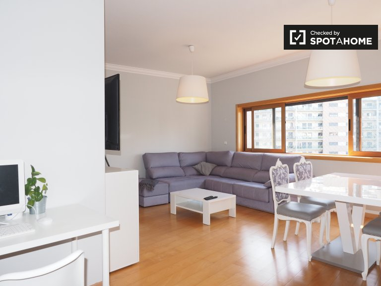 Bright 2-bedroom apartment for rent in Odivelas, Lisbon