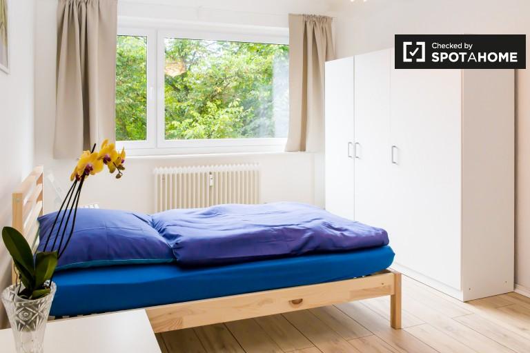 Lekki pokój w mieszkaniu w Tempelhof-Schöneberg, Berlin