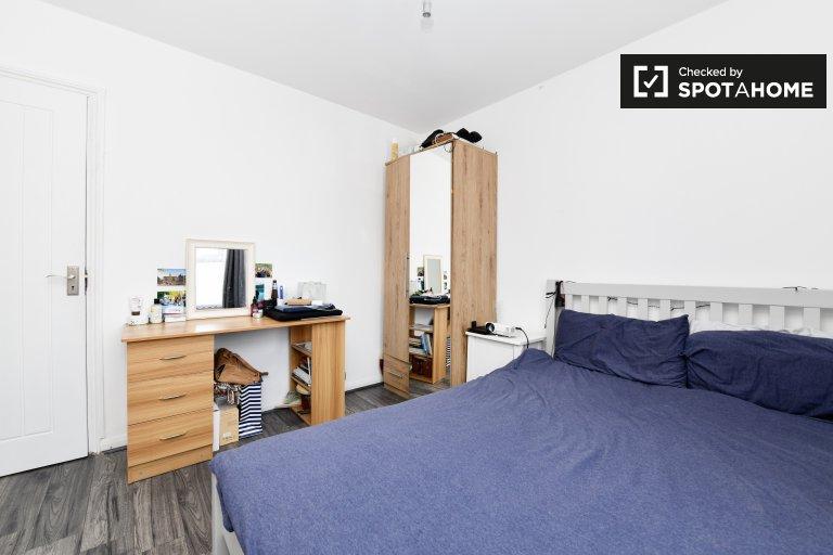 Schludny pokój w domu z 2 sypialniami w Selhurst w Londynie