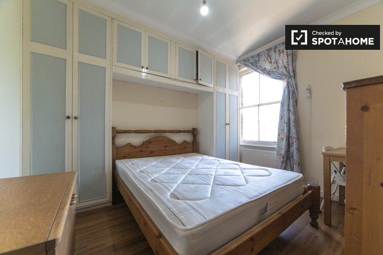 Pokoje do wynajęcia w pokoju 3-pokojowym - West Brompton, Londyn