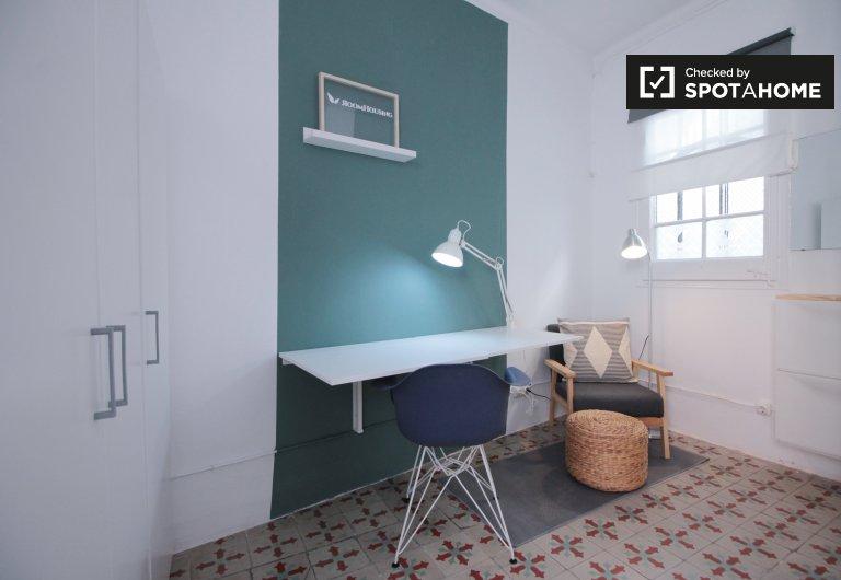 Bright room in 5-bedroom apartment in Gràcia, Barcelona