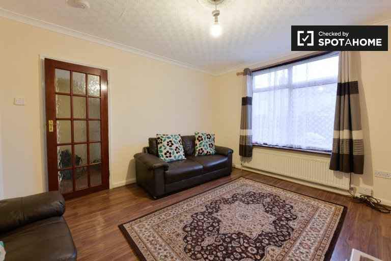 Pokój do wynajęcia w apartamencie z 3 sypialniami w Dagenham