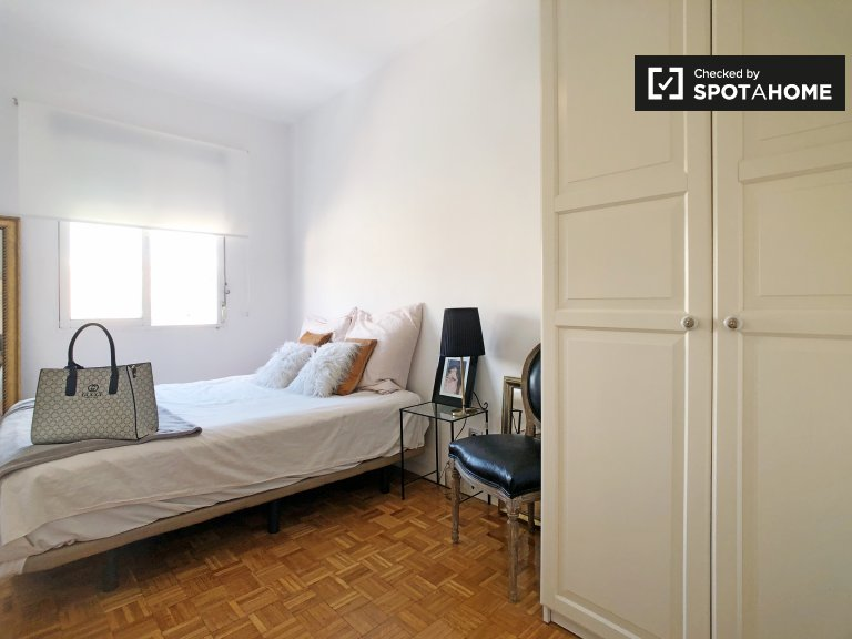Room for rent in bright 3-bedroom apartment Cuzco, Madrid