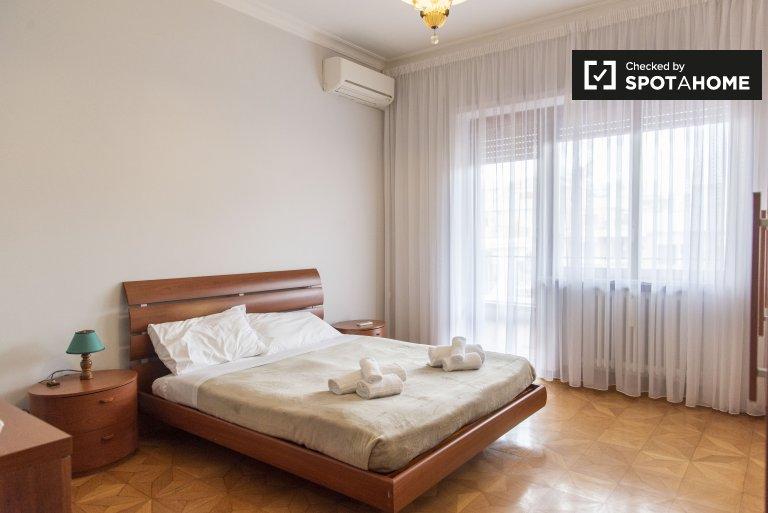 Se alquila habitación en apartamento de 3 dormitorios en Balduina, Roma