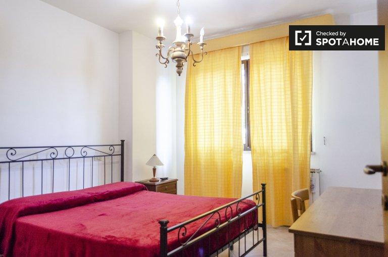 Chambre dans un appartement de 3 chambres à Torresina, Rome