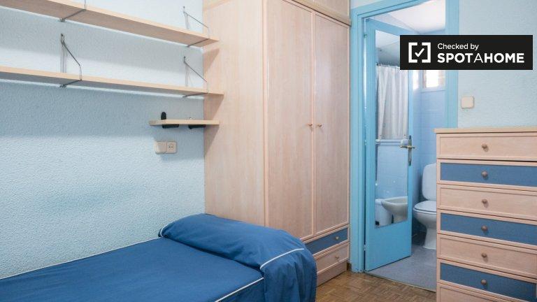 Lits à louer dans une résidence étudiante à Moncloa