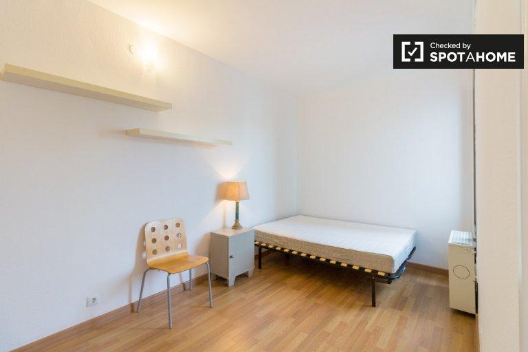 Habitación en apartamento de 3 dormitorios en L'Esquerra de l'Eixample