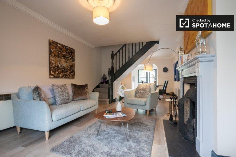 Dom z 2 sypialniami do wynajęcia w Ballsbridge w Dublinie