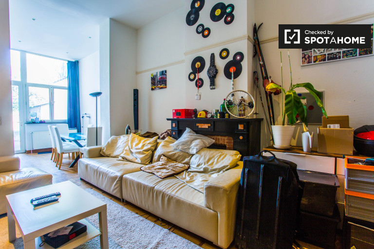 3-bedroom apartment with patio for rent in the European Quarter