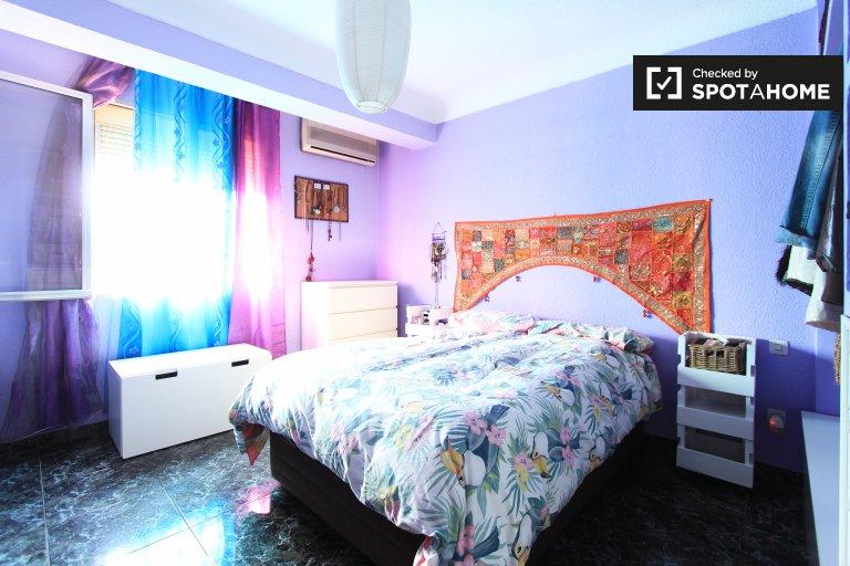 Riesiges Zimmer in 3-Zimmer-Wohnung in Ventas, Madrid