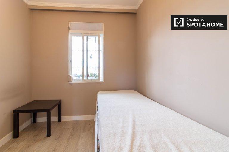 Acogedora habitación en apartamento de 3 dormitorios en Marvila, Lisboa