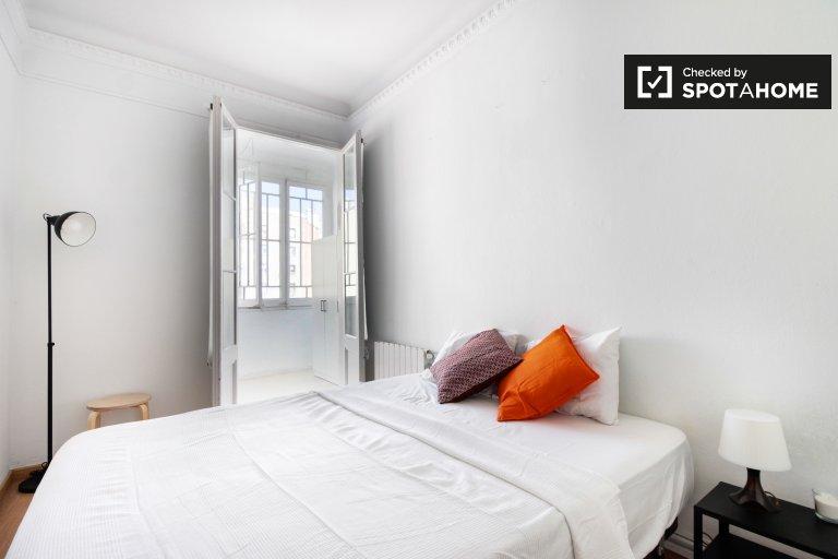 Room in 4-bedroom apartment in Esquerra Eixample, Barcelona
