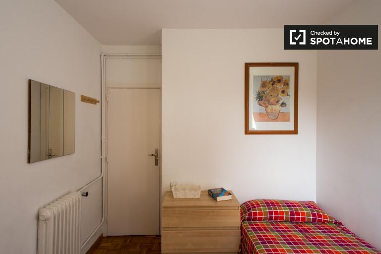 Umeblowany pokój we wspólnym mieszkaniu w Eixample, Barcelona