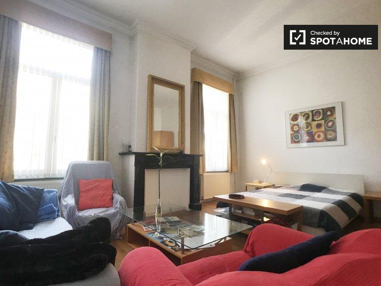 Zimmer zu vermieten in 2-Zimmer-Wohnung im Stadtzentrum von Brüssel