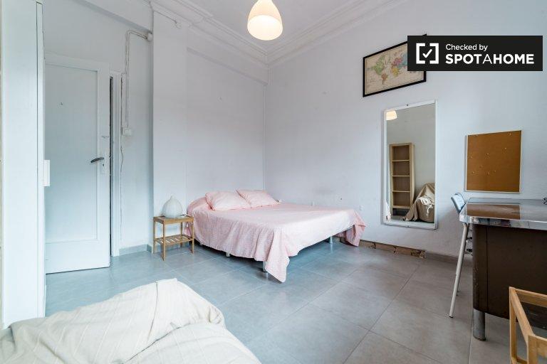 Chambre accueillante dans un appartement partagé à Extramurs, Valence