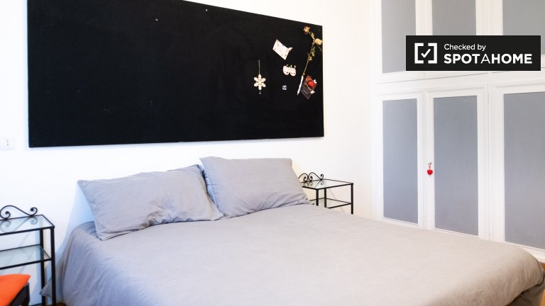 Double room for rent, 2-bedroom apartment,San Giovanni, Rome
