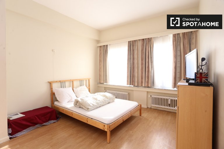 Double Bed in Rooms for rent in modern 3-bedroom apartment in Koningslo