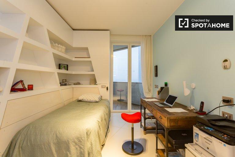 Camera compatta in appartamento con 4 camere da letto a Fiero Milano, Milano
