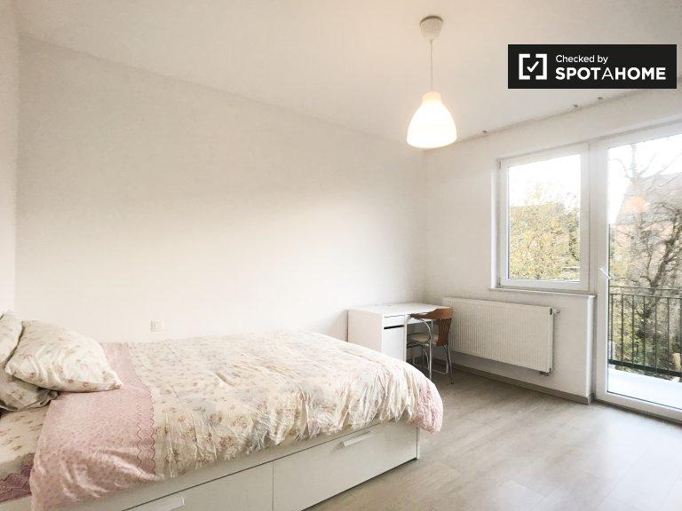 Chambre ensoleillée dans un appartement de 5 chambres à coucher à Evere, Bruxelles
