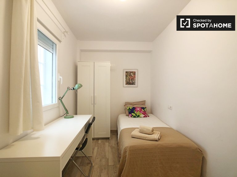 Cozy room for rent in Ciudad Lineal, Madrid