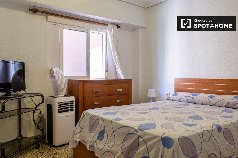 Algirós, Valencia 4 yatak odalı daire büyük oda