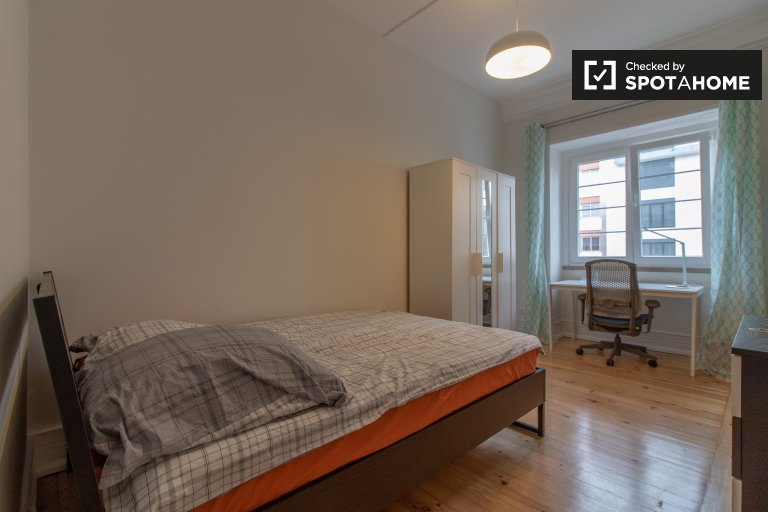 Trendy room for rent in 10-bedroom apartment Avenidas Novas