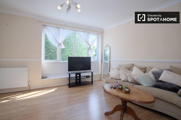 Apartamento de 4 quartos para alugar em Edgware, Londres
