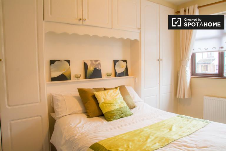 Modernes Zimmer in 3-Zimmer-Wohnung in Monksfield, Dublin